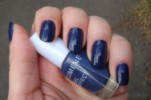 Свотчи Lumene Gel effect в оттенке 16 Lake Blue